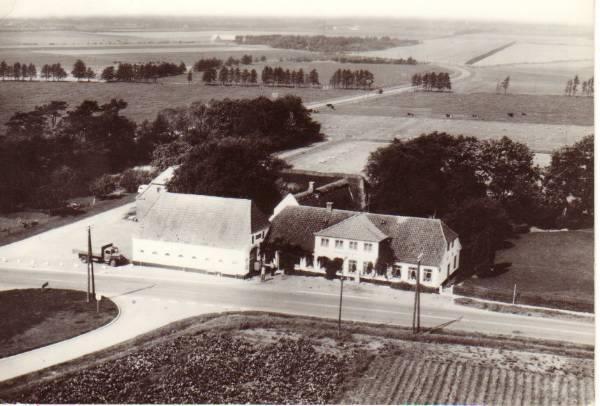 Postcard: Kalvslund inn in 1950.