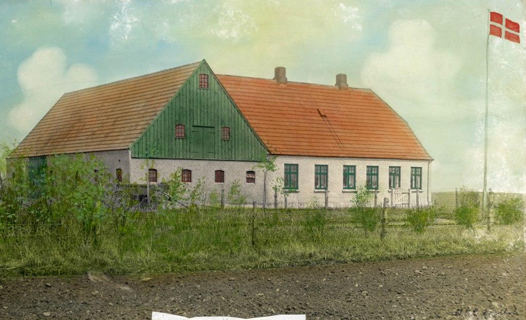 Husmandsstedet Lundsgårdsvej 8, 1928. Koloreret fotografi. Foto: Skodborg Hjemstavnsarkiv.