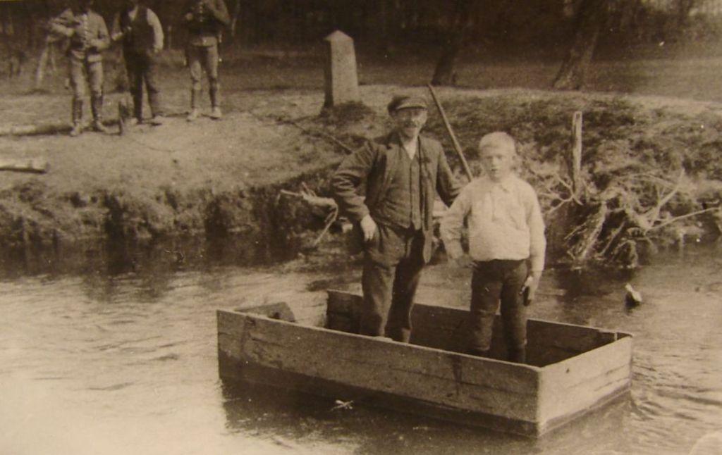 Oscar den Anden krydser Kongeåen. Foto: Lintrup Lokalhistoriske Arkiv.